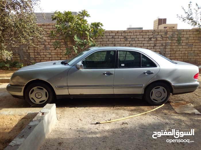 For sale Mercedes Benz E 200 car in Gharyan
