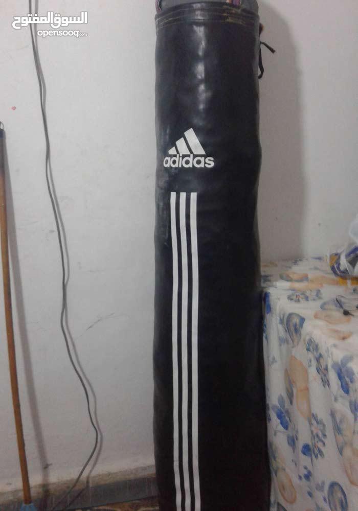 كيس ملاكمة  الطول  متر و60 سنتي السعر40 مع ايد ملاكمة