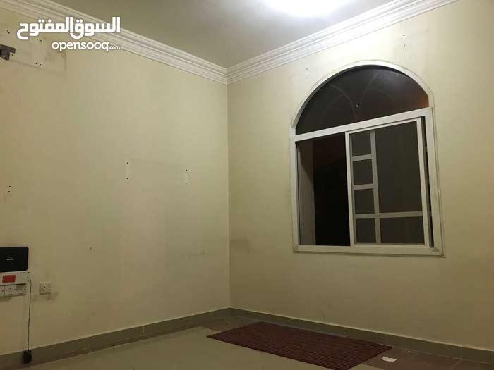 شقة كبيرة غرفة وصالة وحمام ومطبخ للايجار بالثمامة بسعر مغري