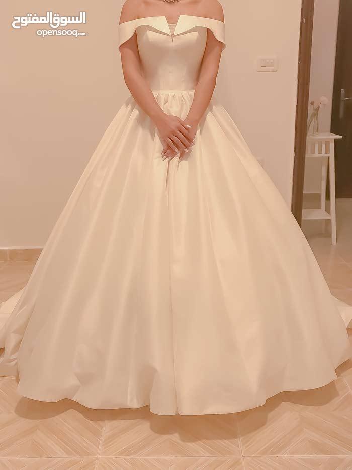 فستان زفاف جديد للبيع بأسعار مميزة. New low-priced wedding dress for sale