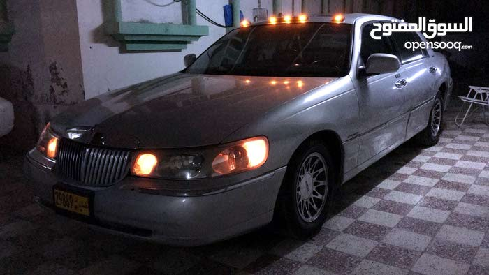 For sale 2000 Silver Town Car