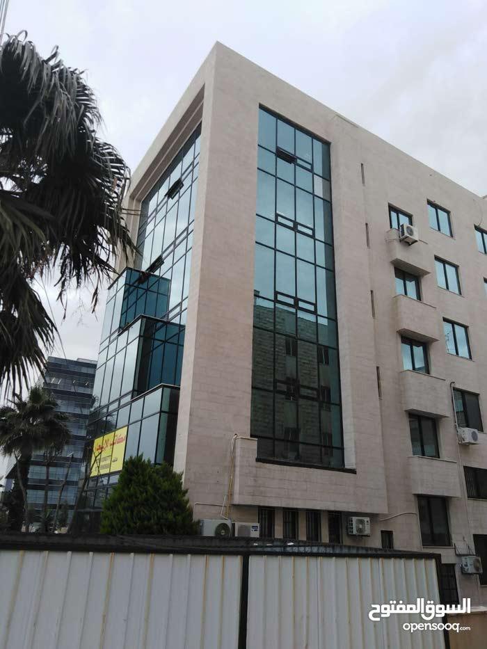 مكتب للايجار في شميساني دوبلكس  مساحة 488م بموقع مميز