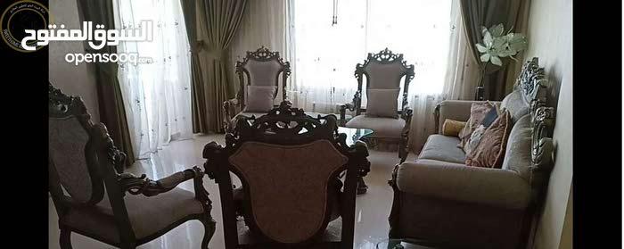 شقة مميزة للبيع في ام السماق طابق ثاني 180م بسعر 100000