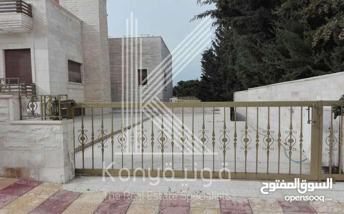 5 rooms More than 4 bathrooms Villa for sale in AmmanAl-Thuheir