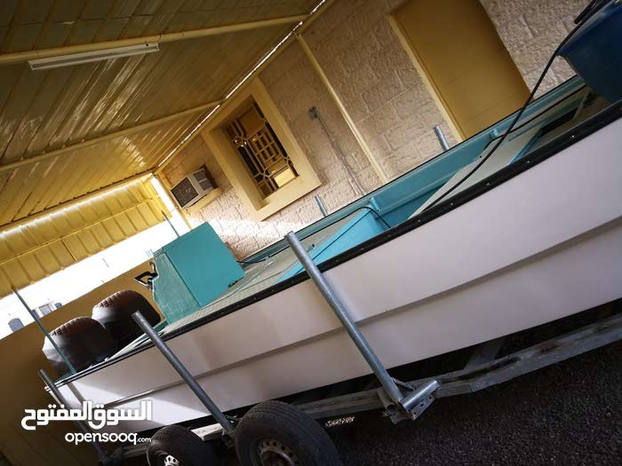a Used Motorboats in Suwaiq is up for sale
