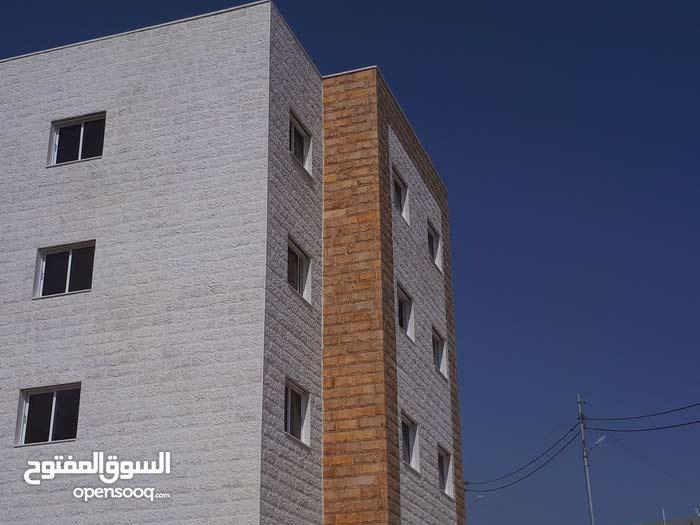 شقق ارضية عشارع مباشر طريق مطار غمدان