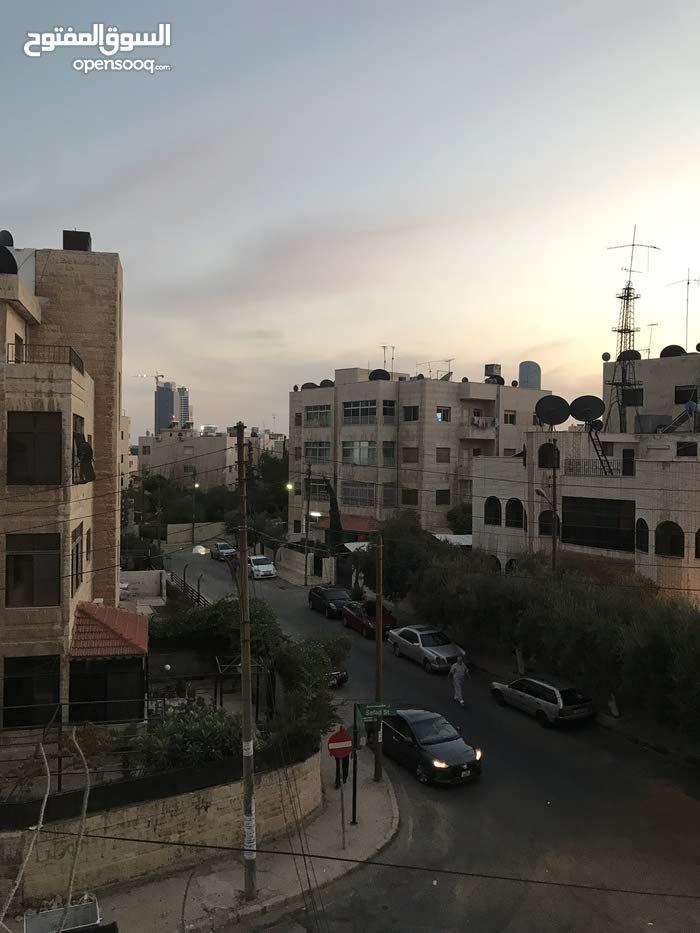 شقة للبيع في جبل الحسين شارع صفد موقع هادئ جداا