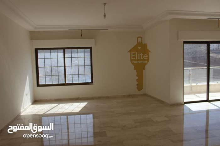 شقة طابق ارضي طابقيه للبيع في الاردن- عمان - دير غبار مساحة 330 متر