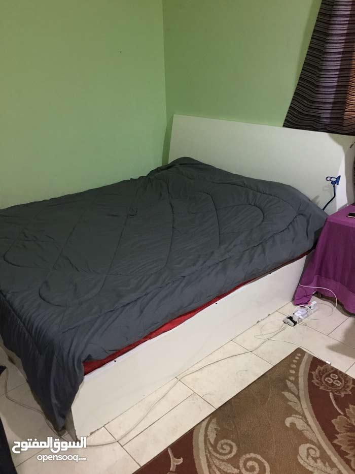 غرفة نوم سرير كبير مزدوج مع كبت مزدوج وتسريحه
