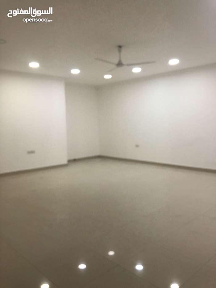 شقة واسعة جدا للايجار في البسيتين