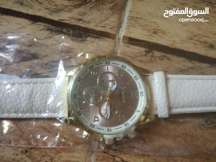 ساعات بيضاء بسعر 4