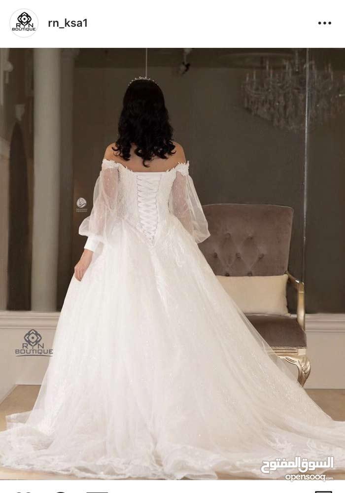 فستان زفاف فخم جداً من بوتيك في جده المطلوب 4000 واذا ايجار 1500 و500 تأمين