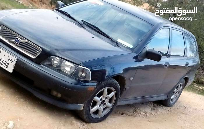 Used Volvo V40 for sale in Gharyan