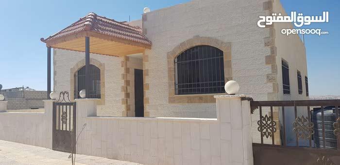 منزل مستقل شبه فيلا في ماركا للبيع