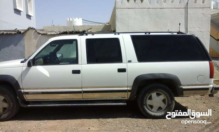 Available for sale! +200,000 km mileage GMC Suburban 1998