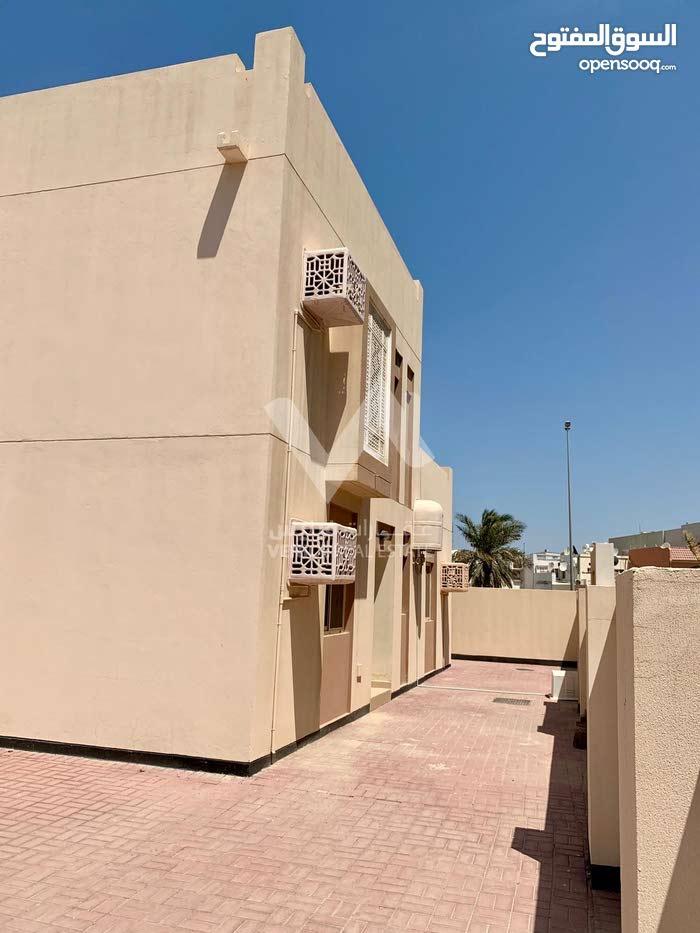 للإيجار فيلا تجارية / سكنية في مدينة عيسى