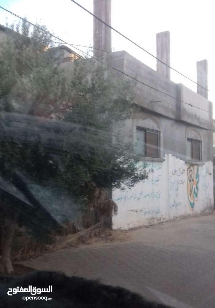 للبيع منزل في دير البلح باطون 3 طوابق