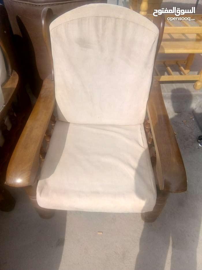 جلسه خشب بسعر 45 دينار للتواصل 33304417 مع الطاوله
