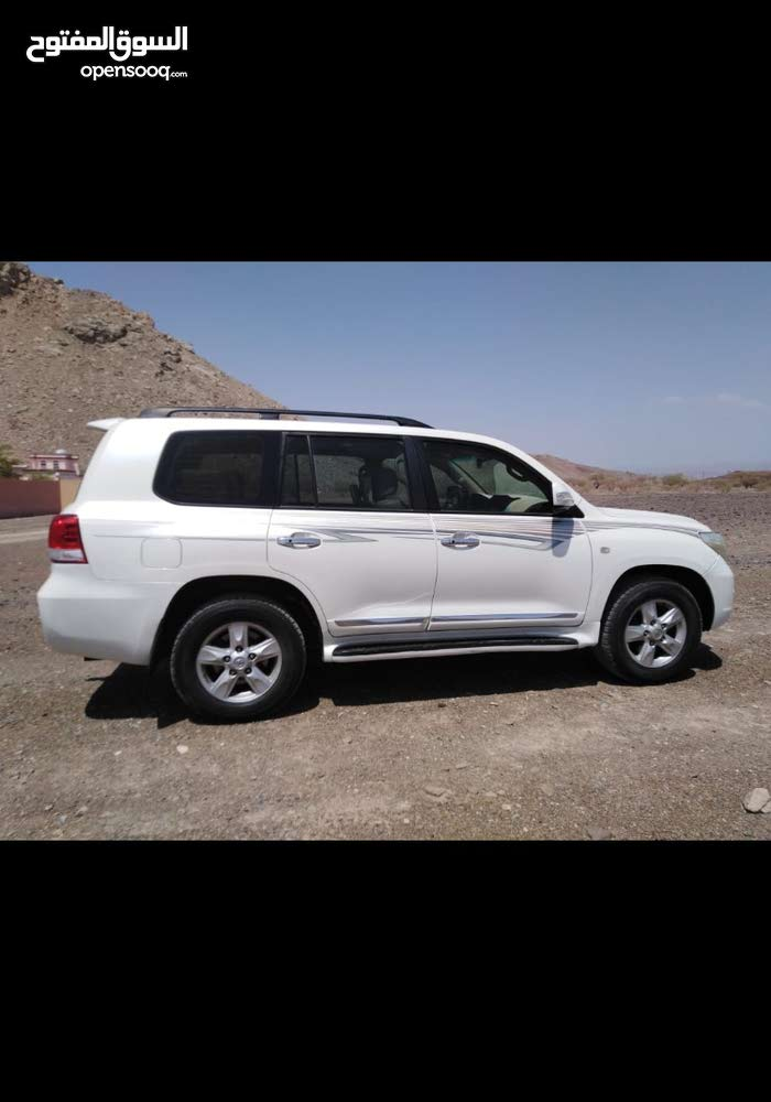 Toyota Land Cruiser 2010 For sale - White color