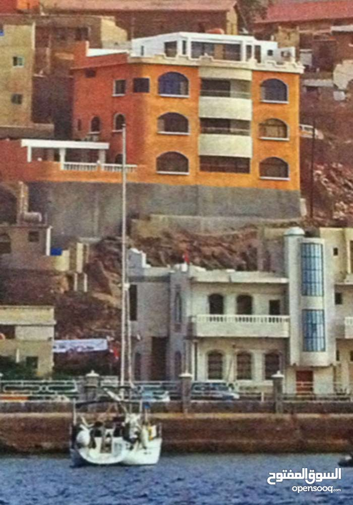 Building for sale with excellent view over Aden Harbour