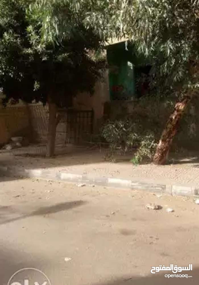 شقة في الحي السابع صالحة للسكن وفتح اربع محلات